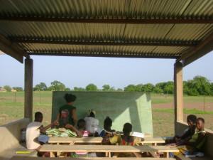 Bambini che seguono corsi di recupero durante l'estate